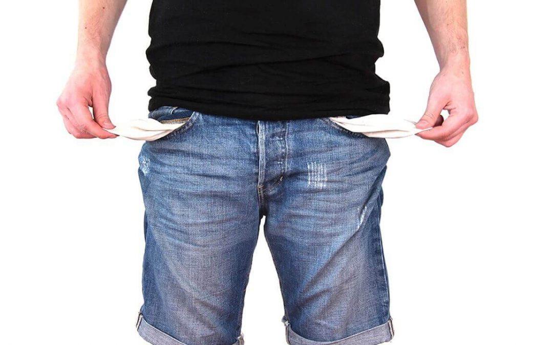 Řada z nás si půjčuje peníze v době, kdy to z nejrůznějších důvodů potřebuje, často pod tíhou emocí či jiných okolností, a už nevěnuje dostatek času zajištění výhodných podmínek. To vede většinou k vysokým úrokovým sazbám, vysokým splátkám a v konečném důsledku, nemalému zatížení našich rodinných rozpočtů, mnohdy více, než je zdrávo.