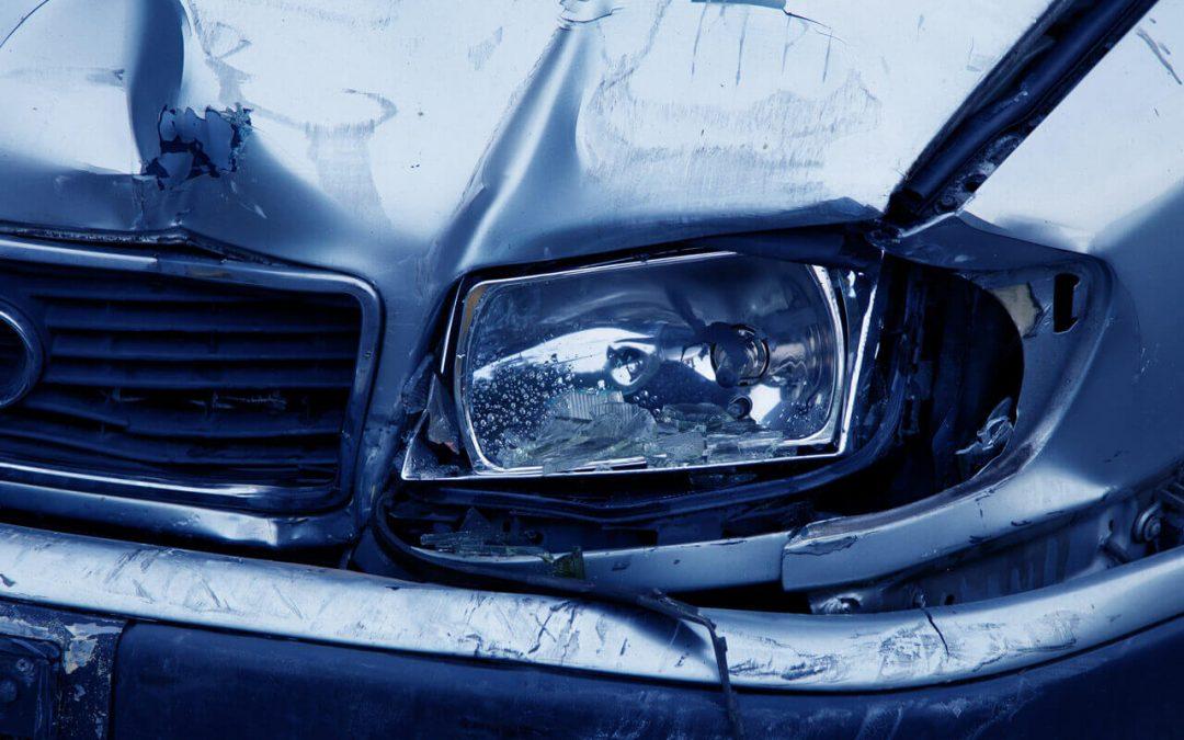 Jana přišla o více jak 2 000 000 Kč, když byla vytlačena na svodidla nákladním vozidlem, které ujelo od nehody
