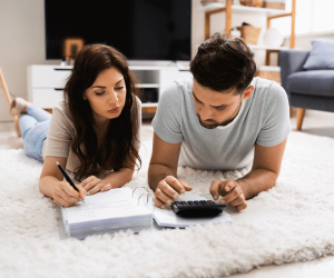 Uvažujete o koupi bytu, domu či jiné nemovitosti? Trh nemovitostí čeká zásadní změna. Prezident odklepl zrušení daně z nabytí nemovitosti, a tak pokud kupujete nemovitost, můžete ušetřit pořádný ranec. Koho se změna dotkne nejvíce a kdo na ní vydělá?