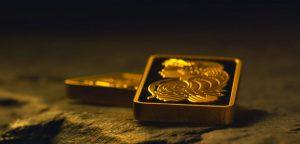 Zatímco se ekonomika potýká s prvními dopady boje s pandemií nemoci COVID-19 v podobě propadu prodejů, poklesu cen komerčních nemovitostí, rostoucími náklady a dluhy, zlato pokračuje ve své úspěšné cestě vzhůru a podle odhadů tento trend jen tak neopustí.