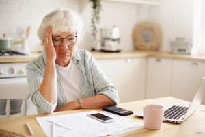 Že se v důchodu počítá každá stokoruna vám potvrdí většina penzistů. Mnoho lidí se však nevědomky připraví o peníze z prosté nevědomosti. Přečtěte si 5 nejčastějších důvodů, které vám zkrátí penzi.